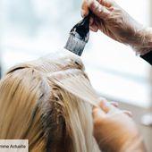 Skunk Hair : voici LA tendance coloration des années 90 que vous verrez sur toutes les têtes cette année