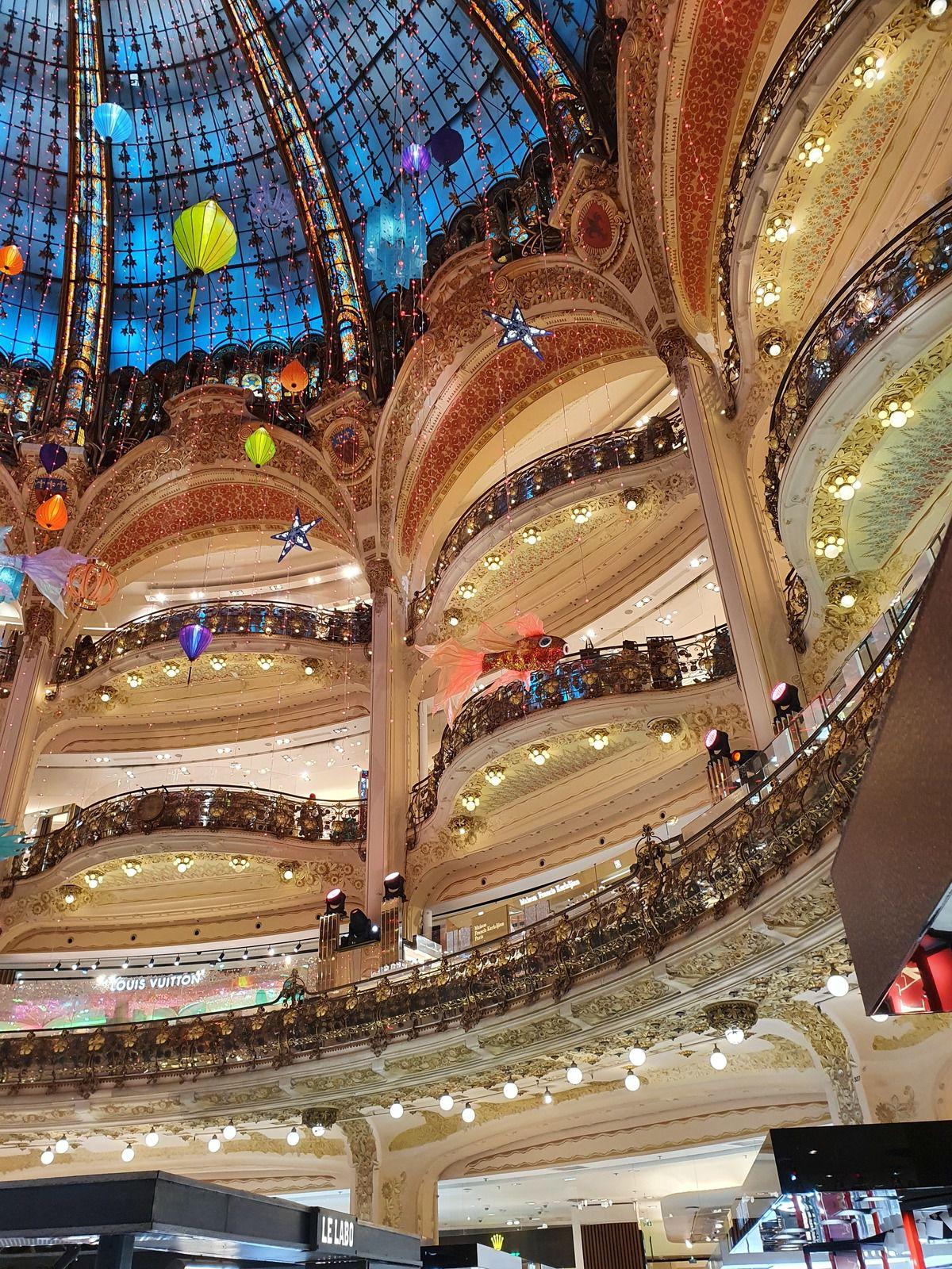 Noel en France :  2  Galeries Lafayette et Printemps