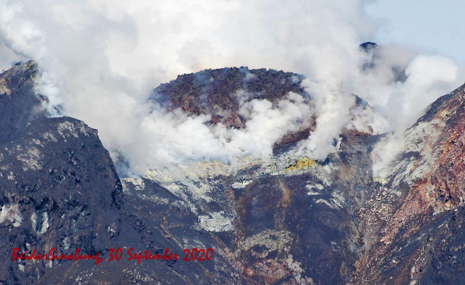 Sinabung - le dôme sommital le 30.09.2020 - photo Beidar Sinabung / F. Surbakti