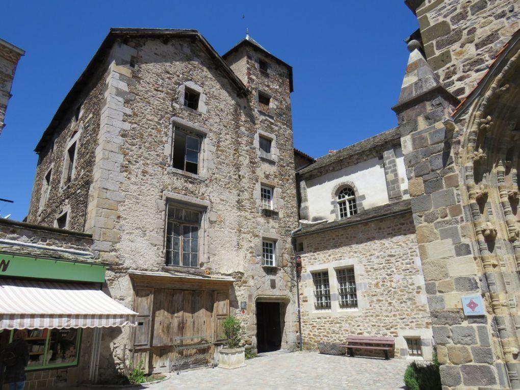Un des plus beaux villages de France . Il doit son existence et son essor à l'abbaye bénédictine créée au IXème siècle
