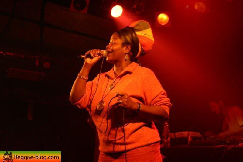 "<span class=""Style1""><a href=""http://www.reggae-blog.com/article-690222.html""><img width=""120"" height=""168"" border=""0"" align=""left"" src=""http://idata.over-blog.com/0/00/48/63/artistes/thumbs/carol-nancy-tour168.jpg"" alt=""""/></a></span><br/> <br/> <br/> Un <span style=""font-weight: bold;"">big show</span> des reines du rub a dub !<br/> C'&eacute;tait le <span style=""font-weight: bold; font-style: italic;"">4 novembre 2005</span> &agrave; Dunkerque !<br/> <br/> <br/>"