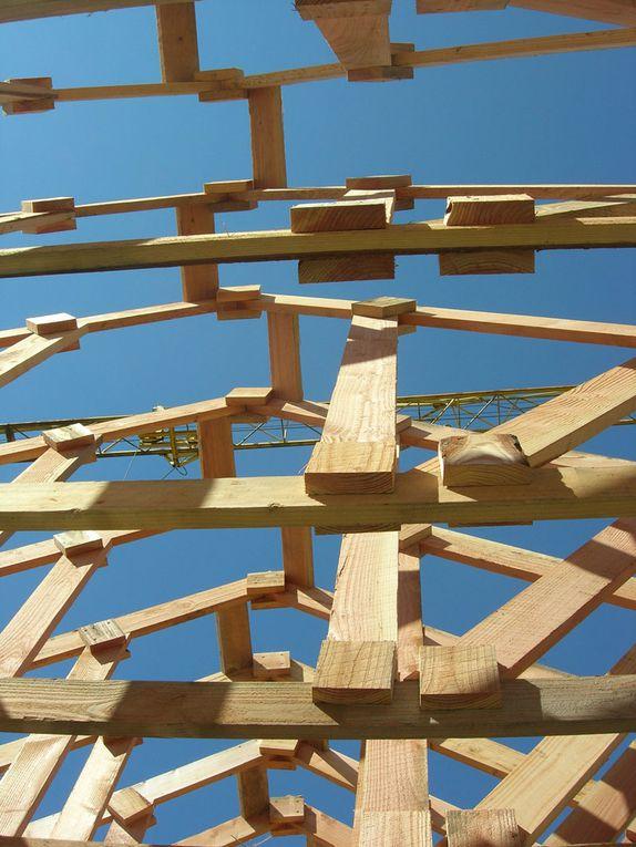 Grâce aux compétences de Marc, notre ami charpentier, la structure bois et la charpente ont été monté en une petite semaine. Merci à tous pour ce beau travail.