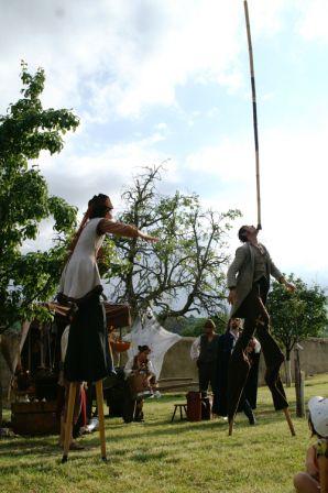 Les rendez-vous de l'épouvantail - Déambulation champêtre à CHAPTUZAT - 29 juin 2008 - Organisé par l'OCNL et le Comité des Fêtes de Chaptuzat - avec l'Orchestre d'Harmonie d'Aigueperse, les FARFADETS, la compagnie COLONNE et les habitants