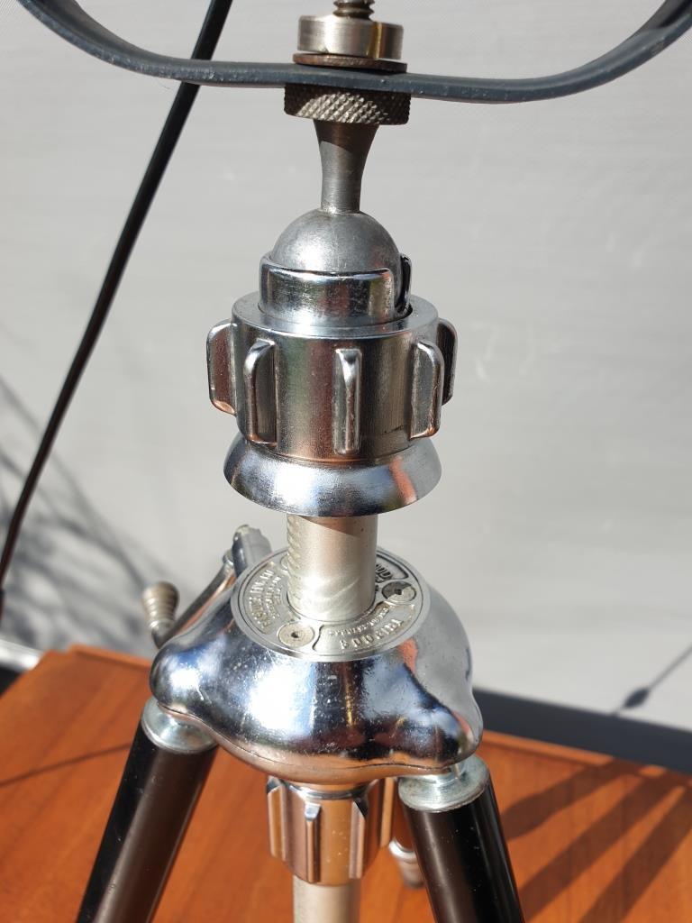 Lampe orientable Lita sur trépied télescopique - 300 euros