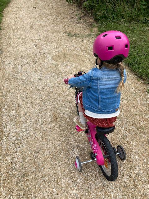 La Minie qui maîtrise parfaitement la vélo