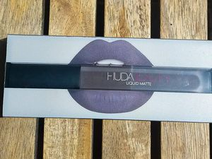Huda Beauty, Silver Fox