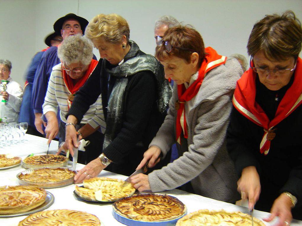 16e fête de la pomme et de la poire organisée à Saint-Berthevin par la Confrérie de la Bolée de Concise.