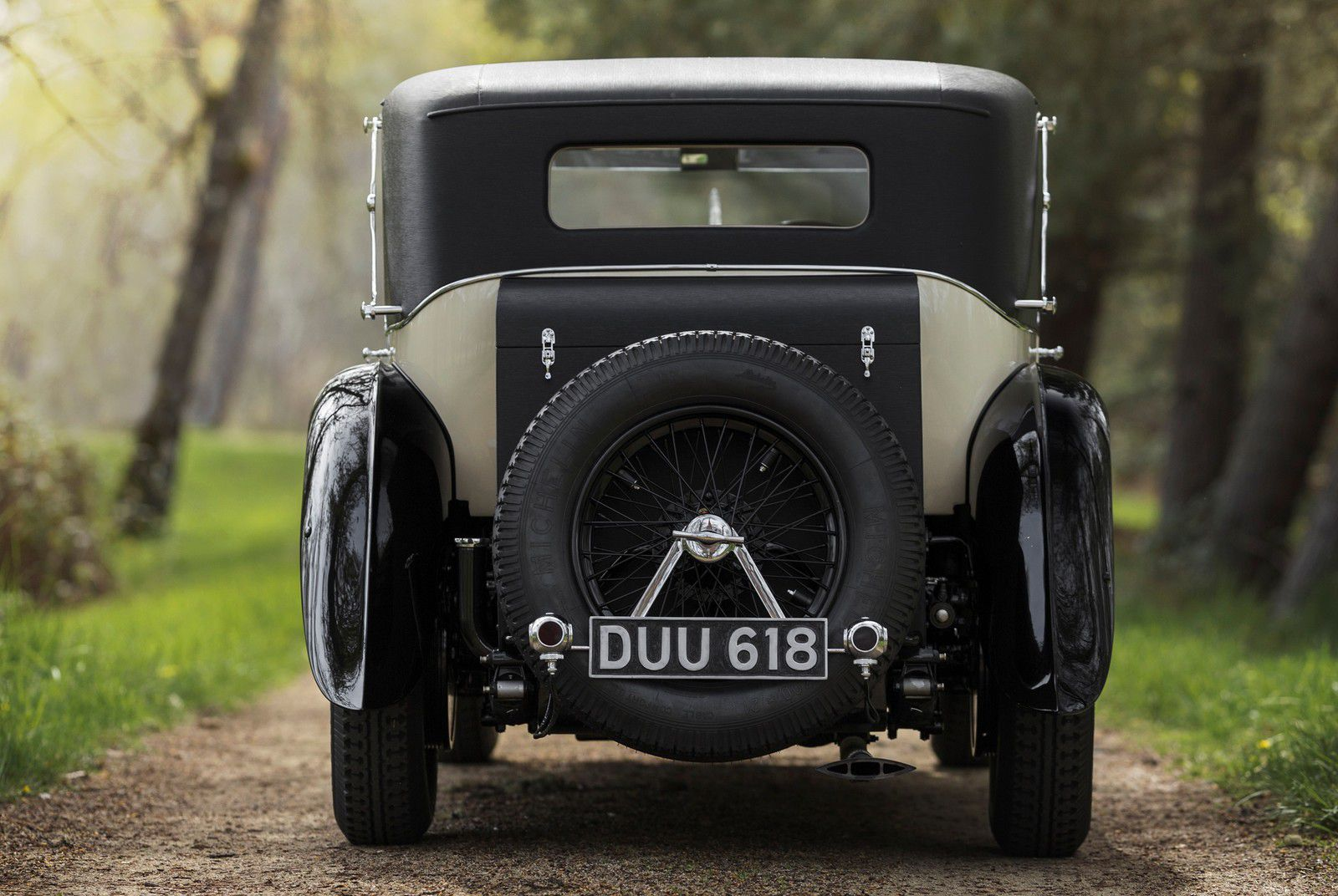 VOITURES DE LEGENDE (1223) : BENTLEY  6 ½  LITRE SPORTSMAN'S SALOON By MULLINER - 1930