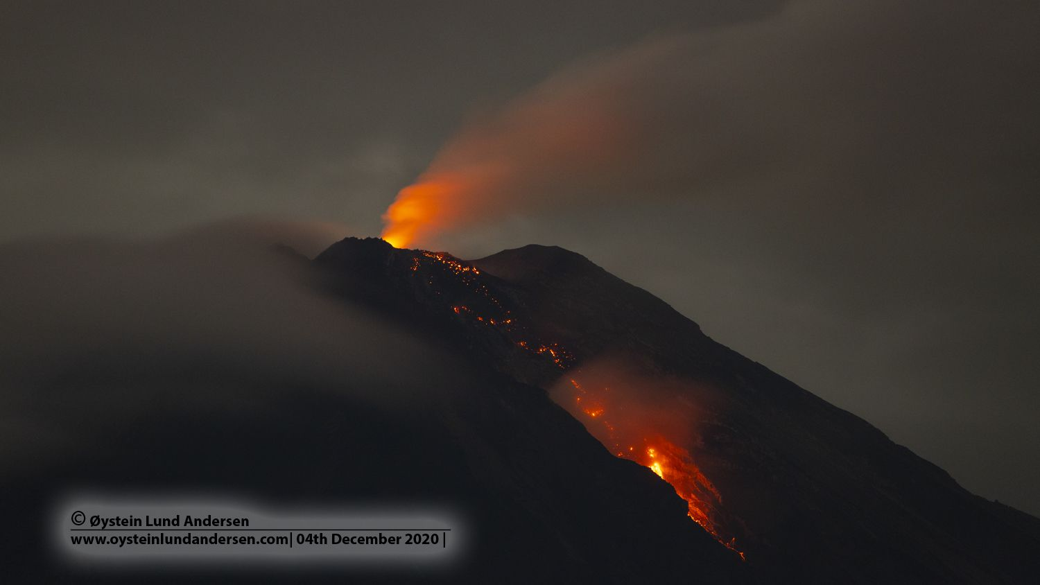 Semeru - glow of the dome and falling blocks on 04.12.2020 / 10.58 p.m. local - photo Øystein Lund Andersen