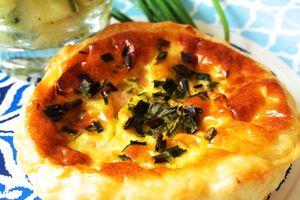 Tartelettes au saumon fumé, curry et lait de coco