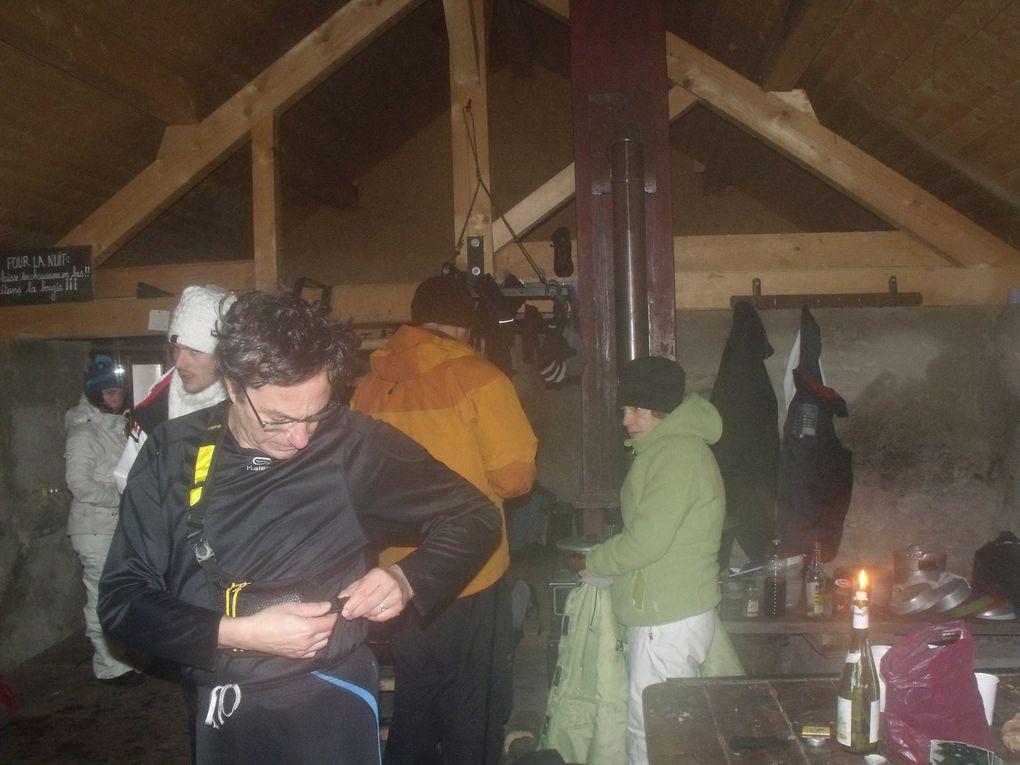 ...un week-end en réserve naturelle des Hauts de Chartreuse. Neige en veux tu en voilà, un temps agréable...une nuit en igloo.........comme une nuit en igloo et un groupe bien plaisant. De bons moments passés en toute convivialité !!!