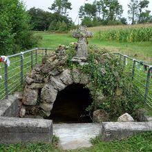 Fontaine Saint-Jean-Baptiste , Ousse-Suzan (Landes 40) AA
