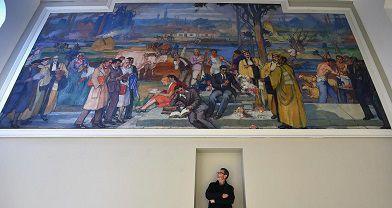 La taille de l'homme donne une idée de la taille de la fresque.