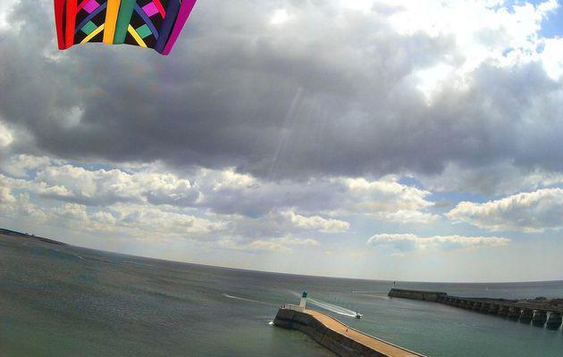 """""""Kite Aerial Photography"""" : Le chenal du port des Sables vu par un cerf volant"""