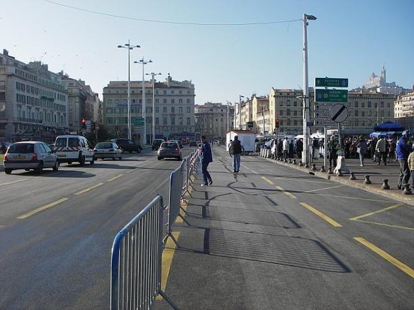 Les 10 km de Marseille 2006, du départ (Vieux Port) à l'arrivée (parc Borély)... [F11 pour passer en plein écran]