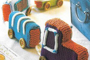 petit train en  restes de laine pour bébés