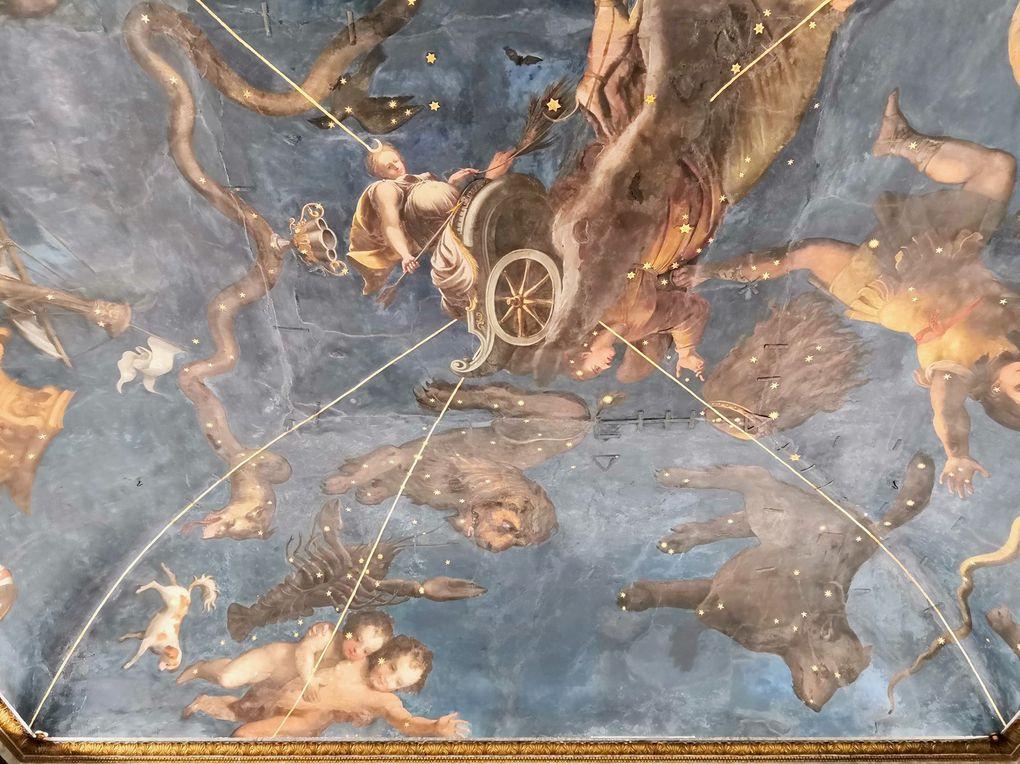 La chambre du zodiaque, le Chariot de Diane conduit par des chiens à travers les constellations célestes  (Lorenzo Costa le Jeune et atelier)