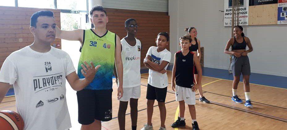 Ce mercredi 28/08/2019 de 9h à 17h, 26 jeunes se sont retrouvés sur le terrain de basket afin de transpirer dans la bonne humeur. Encadrement assuré par Muriel, Jérémy et Nico, merci à eux pour cette journée donnée !