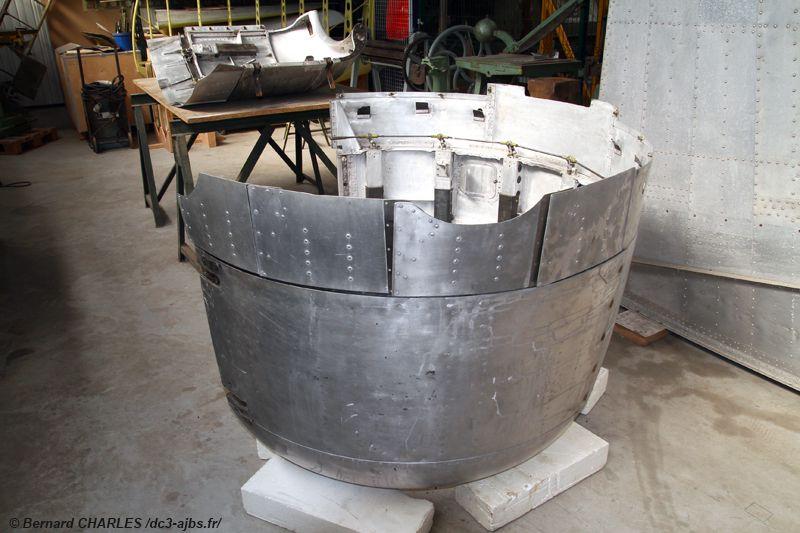 Mai 2021 : Le capot moteur Droit est restauré et remonté