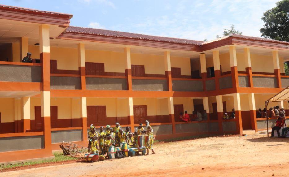 Inauguration par le Pr Touadera du bâtiment de l'École primaire Saint Paul fille