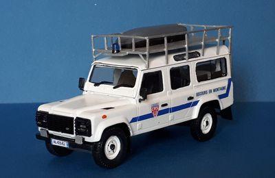 """Land Rover Defender CRS """"Secours en montagne"""" (1/43 - par François)"""