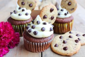 Cupcakes aux Cookies & Pépites de Chocolat {Chocolate Chip Cookie Dough Cupcakes}