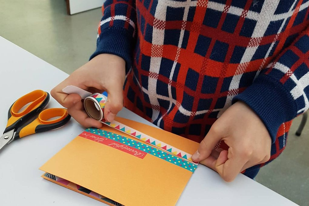 Atelier jeune : une carte pop up !