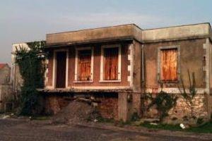 Pétition: Non à la démolition de la maison du poète Paul ÉLUARD