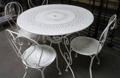 Misterbricolo rénove son mobilier de jardin en métal ...