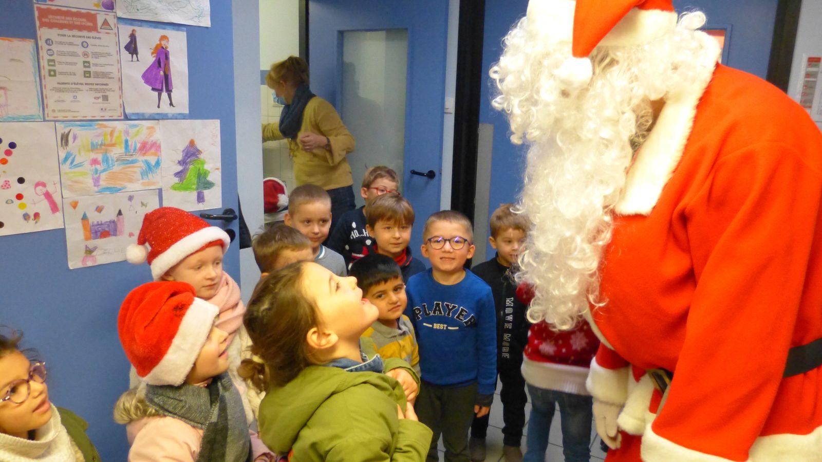 La visite du Père Noël en Maternelle