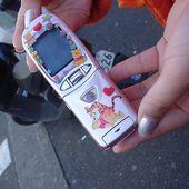 2000年の女の子たちの携帯電話 | 安田理央 | note
