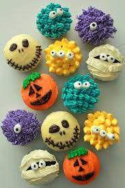 """La preuve : 2 photos de cupcakes, laquelle montre des cupcakes """"comestibles"""" et laquelle des gâteaux factices ?!!!"""