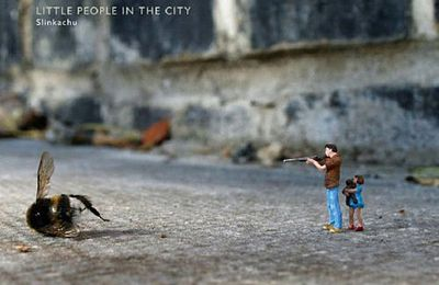 """Little people in the city"" de Slinkachu"