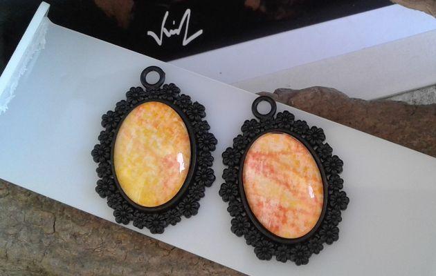 lot,pendentifs noirs oval,aquarelle jaune orange,peint artiste française,fourniture bijou mercerie,fleur victorien art nouveau,gothique bobo boho,baroque art nouveau,fait mains en france