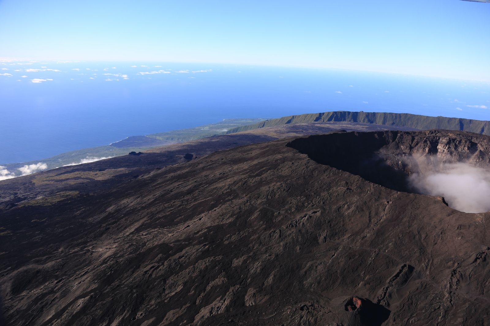Reunion Island - Piton de La Fournaise - the eastern flank of the Dolomieu - photo archives © Bernard Duyck