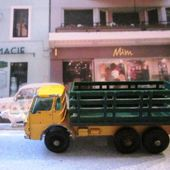MB4-d. CAMION FOURRAGERE DODGE CATTLE TRUCK AND STAKE TRUCK MATCHBOX - car-collector.net