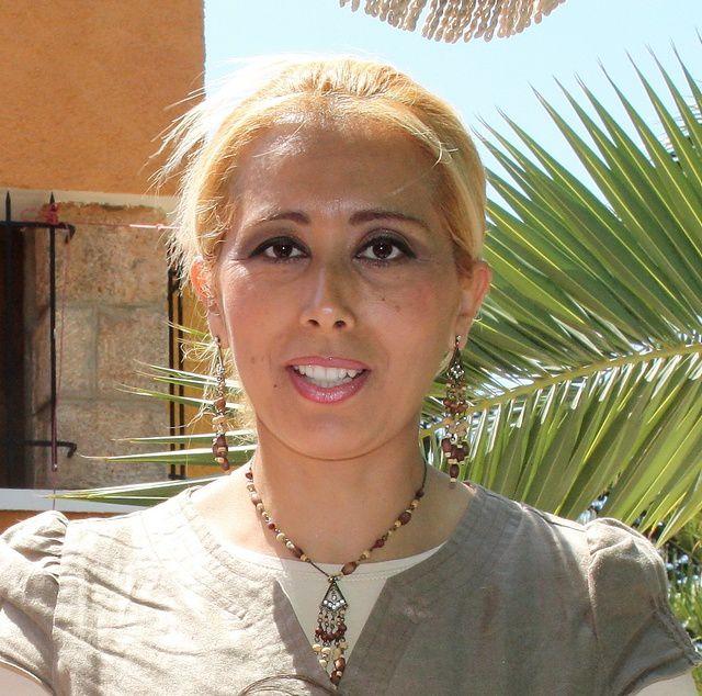"""L'association """"Main dans la main"""",présidée par Mme Baba Ahmed a organisé un repas au centre de convalescence """"Souyah Lahouari"""". Ce fut l'occasion de reunir des étudiants ainsi que des enfants trisomiques ainsi que leur famille."""