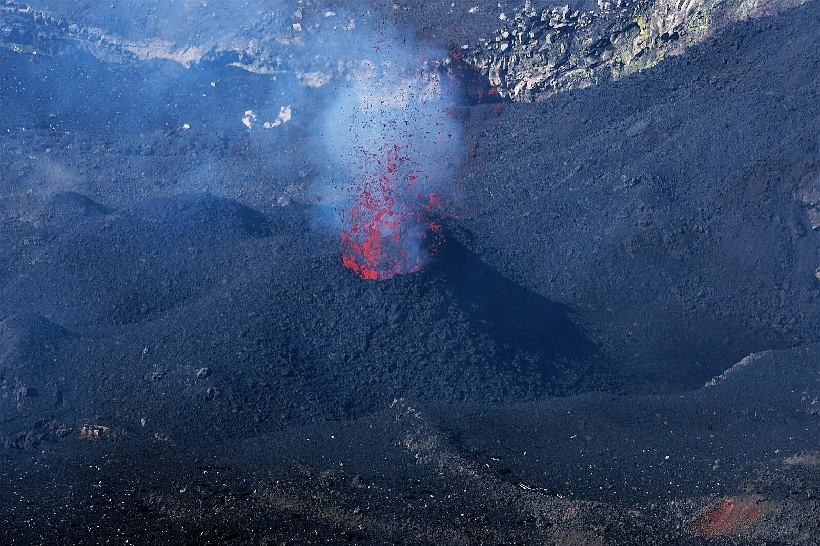Etna - 05.02.2021 - Strombolian activity at one of the mouths inside the Bocca Nuova - photo F. Ciancitto via INGV OE
