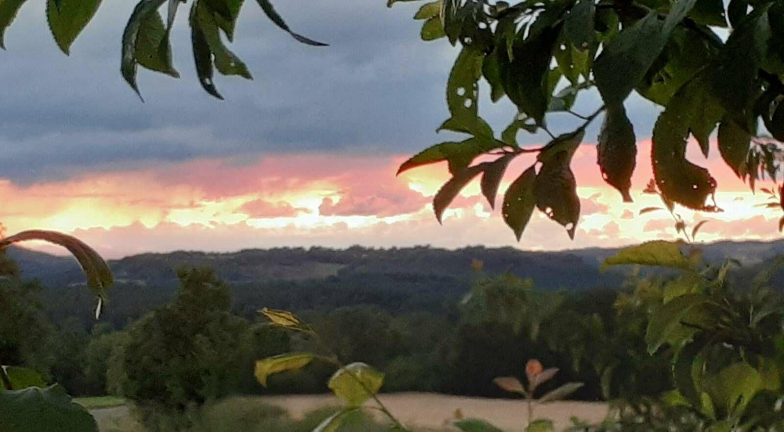 le soleil continue à se coucher, le 29 juin.