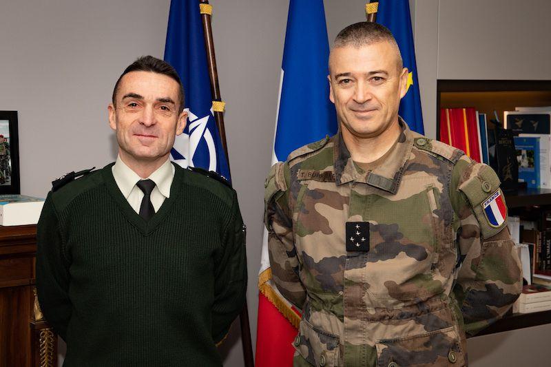 Le général de corps d'armée Hervé GOMART et le général d'armée Thierry BURKHARD, CEMAT.