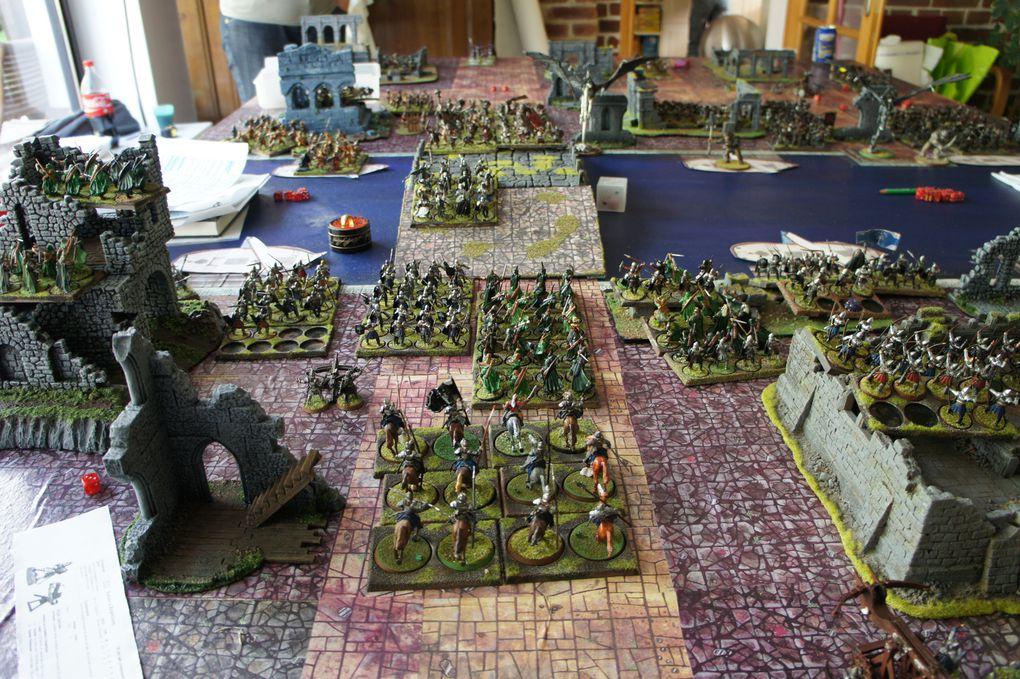 Mais ils seraient presque nombreux les bougres ! Les troupes du Mordor se ruent vers le pont et les barges et ils sont attendus de pied ferme !