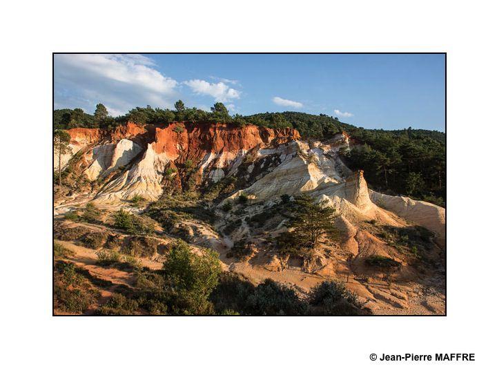 Le Colorado provençal ou ocres de Rustrel est une ancienne carrière exploitée depuis la fin du XVIIᵉ siècle jusqu'en 1992.