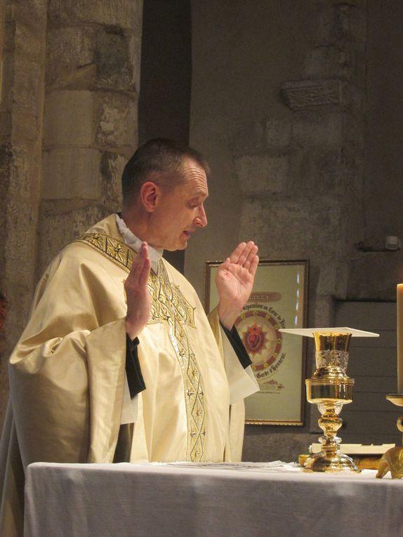 Messe de la sainte Trinité 2018 - Baptême et première comunion de Angelo RESNAYS  -  Profession de foi de Tiago SOUSA, Bénédicte MEIRELES, , Marko DIMITROV.