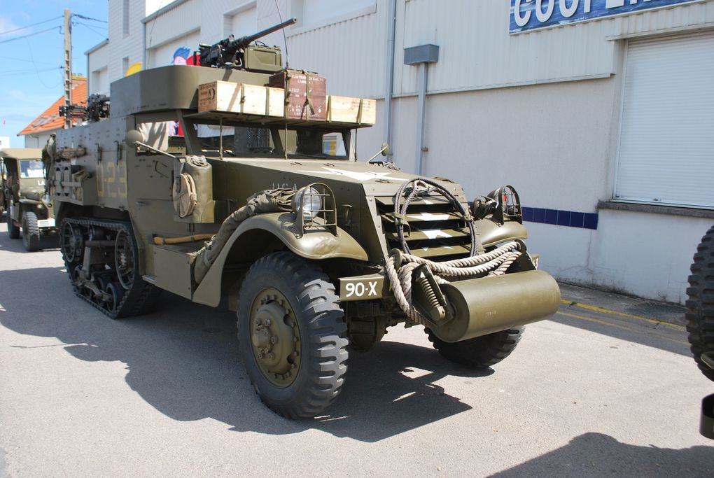 crédit photod : alain CHAUSSADE -Grand Camp Maizy la vedette Anglaise venue pour l'occasion, Wrecker, jeep, Halftrack, Stuart, Sherman, M 8 Ford, Diamond