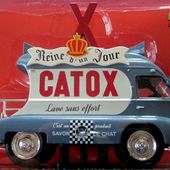 FASCICULE N°93 RENAULT 1000 KG CATOX SAVON LE CHAT IXO 1/43. - car-collector.net