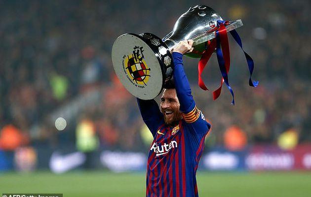 Barcelone a été couronné champion de la Liga après que Lionel Messi soit sorti du banc et a marqué le seul but (Photos)