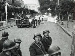 La journée des baricades à Alger - Toujours plus de violences La France déchirée par la tournure tragique des événements en Algérie.
