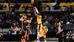 Sur une jambe, LeBron James éteint les Warriors au terme d'un money-time palpitant en propulsant les Lakers en Playoffs