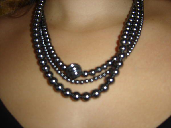"""Sandrine cr&eacute;e des bijoux pour femmes et enfants. Chaque pi&egrave;ce est unique. Vous pouvez voir ici quelque exemples sur plus de 2000 bijoux cr&eacute;&eacute;s depuis 2005. Bient&ocirc;t de nouvelles informations et nouveaut&eacute;s &agrave; ce sujet....<br /><br />N'h&eacute;sitez pas &agrave; me <a href=""""mailto:lr@laurentderauglaudre.com"""">consulter</a>..."""