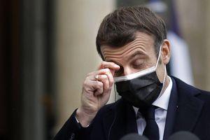 Mutation du coronavirus : Emmanuel Macron appelle à « redoubler de vigilance »